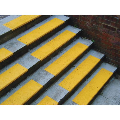 Yellow S/S Tread With Nosing 450x80 + 20mm